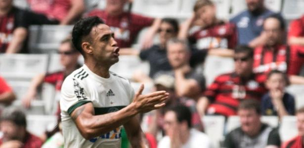 Werley comemora gol do Coritiba contra o Atlético-PR
