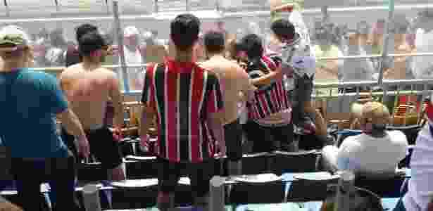 Briga entre torcedores do São Paulo na final da Copinha - Gabriel Carneiro/UOL - Gabriel Carneiro/UOL