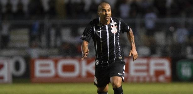 Emerson Sheik em ação pelo Corinthians no empate contra o Red Bull em Campinas - Daniel Vorley/AGIF