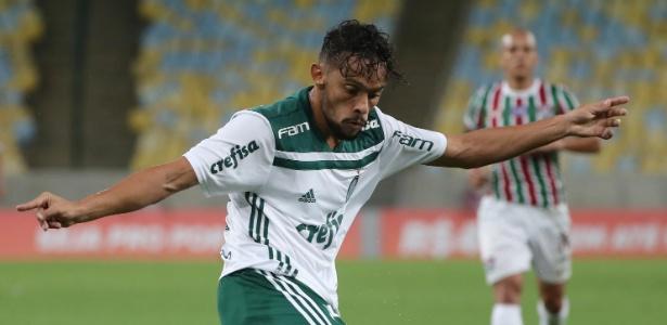 Gustavo Scarpa em ação na partida entre Fluminense e Palmeiras - REUTERS/Sergio Moraes