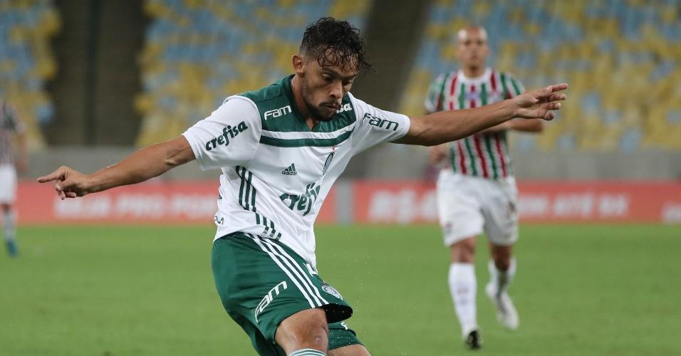 Gustavo Scarpa em ação na partida entre Fluminense e Palmeiras