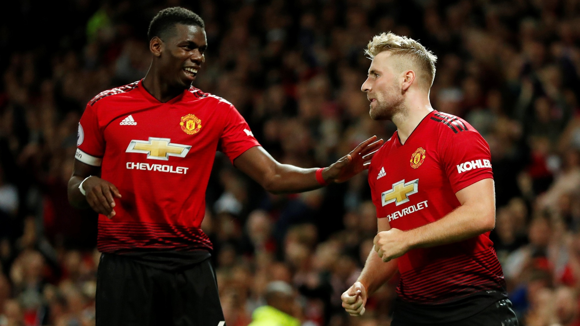Paul Pogba e Luke Shaw anotaram os gols do Manchester United diante do Leicester