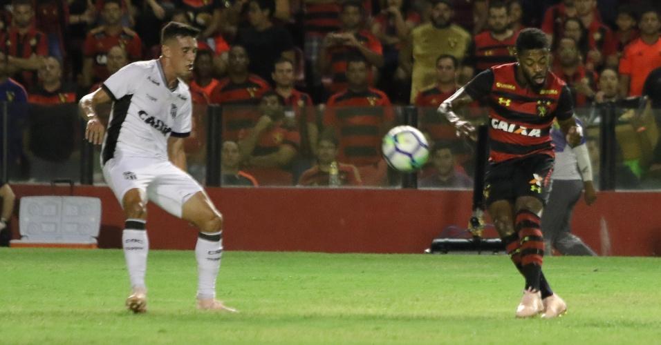 6c8f650799c10 Michel Bastos tenta chute durante Sport x Ceará pelo Campeonato Brasileiro