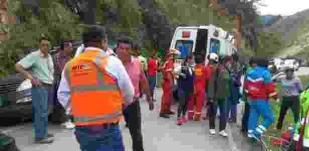 Ônibus que levava time sub-14 caiu em um abismo de 30 metros de altura - Reprodução/El Comercio
