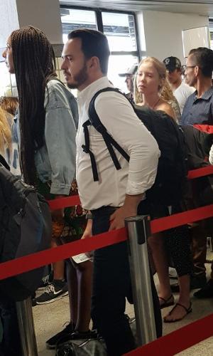 Najila em fila de embarque no aeroporto de Ilhéus (BA)