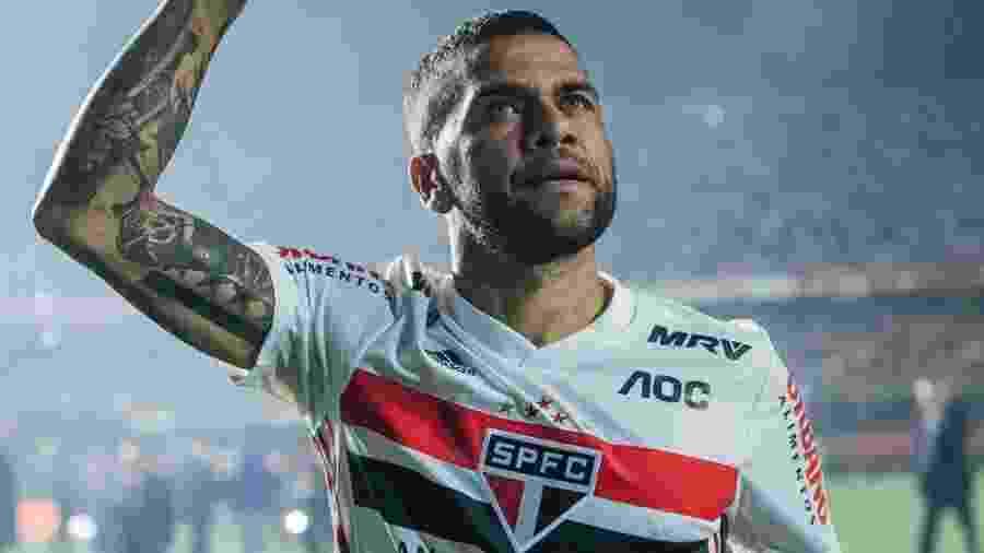 Daniel Alves em sua apresentação no Morumbi; no estádio, jogador faz sua estreia pelo São Paulo - reprodução/Instagram