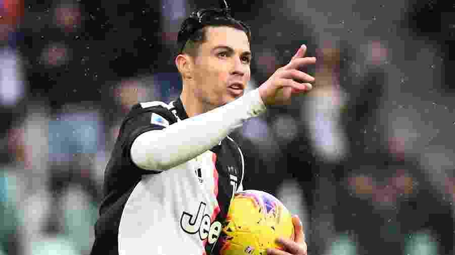 Cristiano Ronaldo comemora após marcar gol de empate da Juventus contra o Sassuolo - Massimo Pinca/Reuters