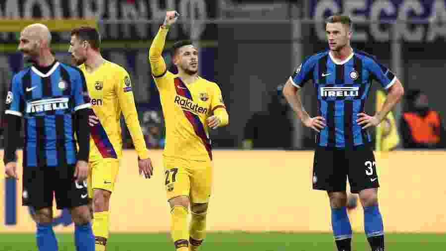 Carles Perez durante partida do Barcelona contra a Inter de Milão - Isabella BONOTTO / AFP