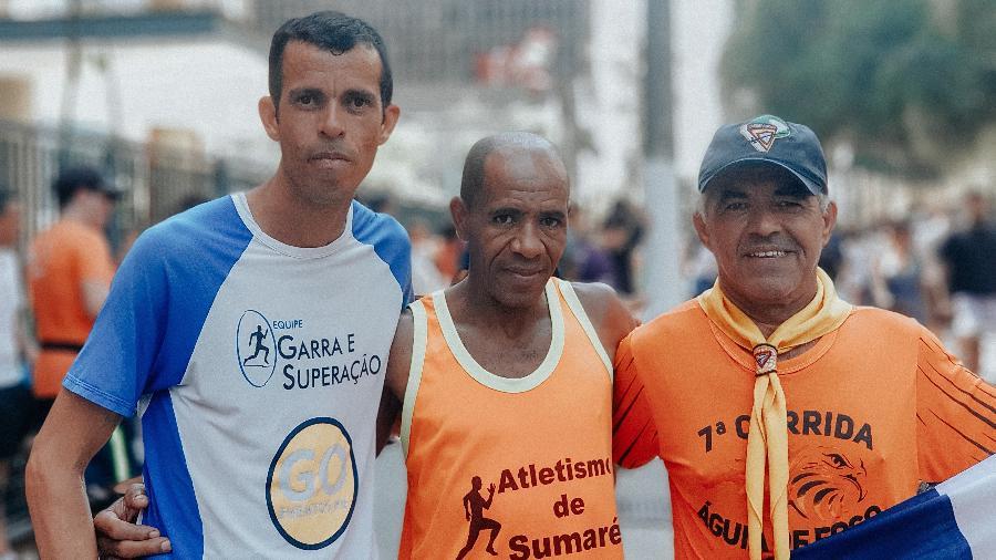 Os corredores veteranos Carlos Eduardo de Oliveira, Luiz Carlos Santos e João Antônio de Andrade - Talyta Vespa/UOL