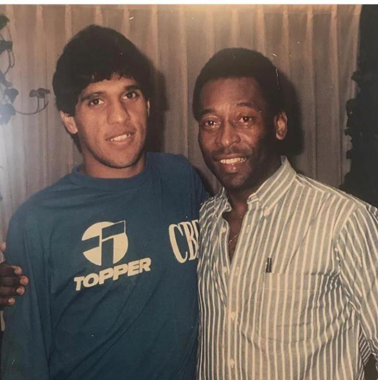 Silas, durante passagem pela seleção brasileira, e Pelé