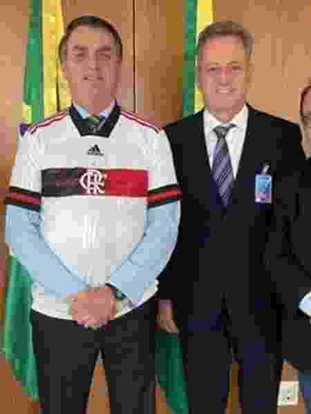 Jair Bolsonaro (e) recebeu o presidente do Flamengo, Rodolfo Landim (d), em negociação pela MP 984 - das transmissões - Reprodução/Instagram