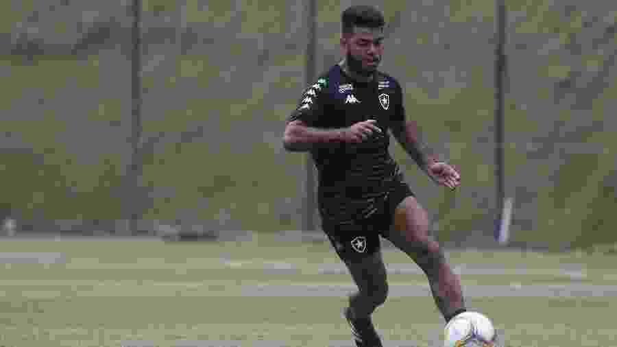 Meia Leandrinho, em treino do Botafogo - Vitor Silva/Botafogo