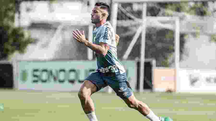 Jean Mota corre durante treino físico no CT do Santos - Ivan Storti/Santos FC