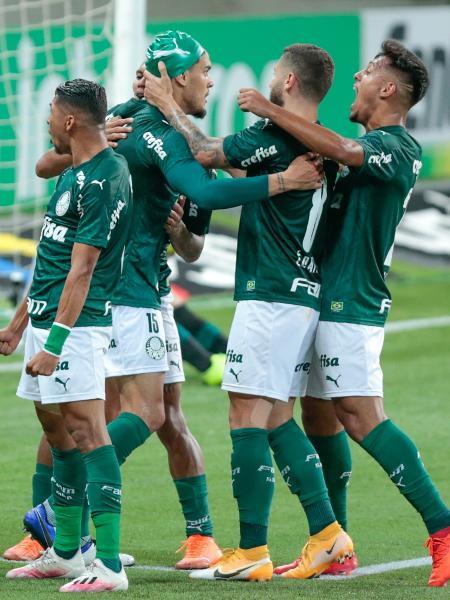 Jogadores do Palmeiras comemoram gol marcado por Gustavo Gomez na partida contra o América-MG - Marcello Zambrana/AGIF