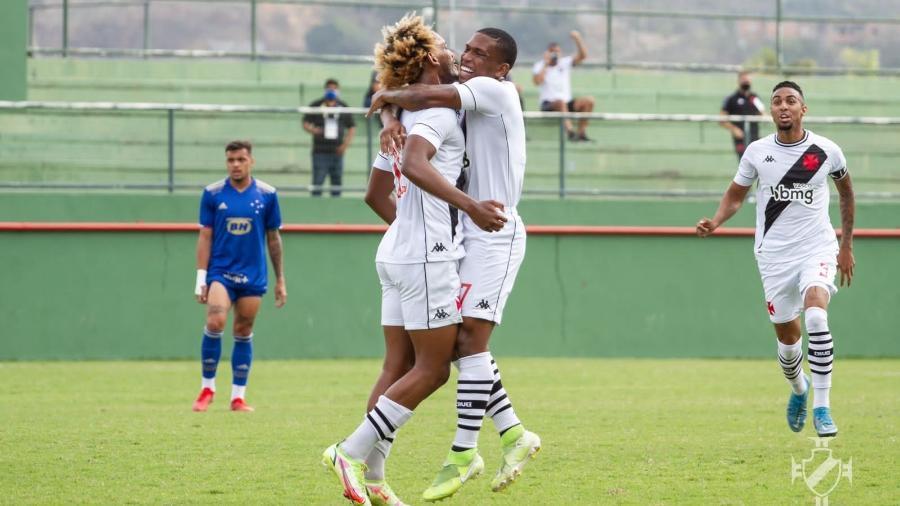 MT e Juninho comemoram gol do Vasco contra o Cruzeiro, pelo Brasileiro sub-20 - Vitor Brugger