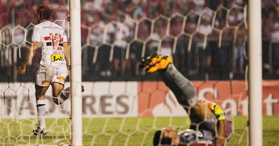 Calleri comemora o seu gol pelo São Paulo contra o River, na Libertadores