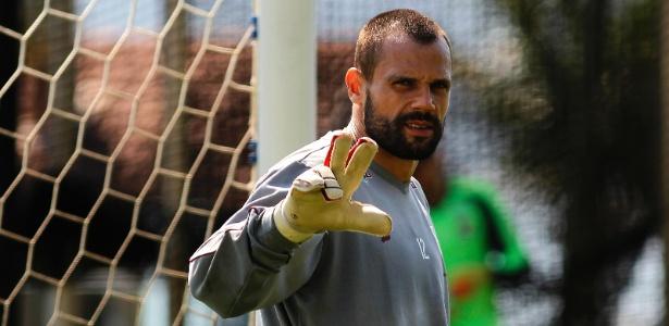 Ainda sem Cavalieri, Fluminense seguirá com Júlio César no gol