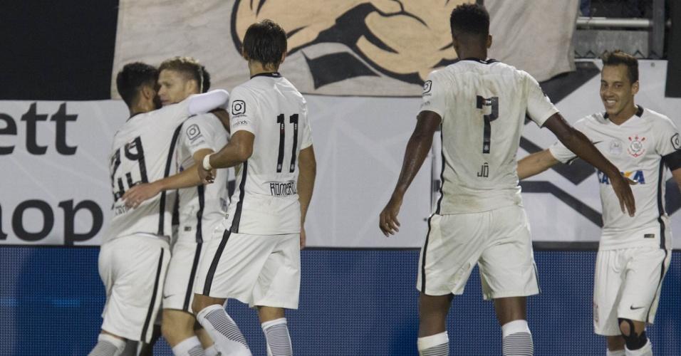 Jogadores do Corinthians comemoram gol marcado na vitória por 4 a 1 sobre o Vasco