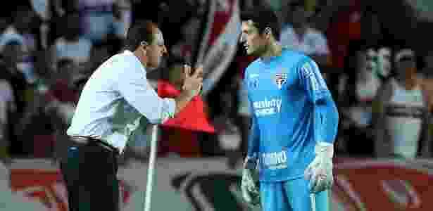 Denis recebe conselhos de Rogério Ceni - Rubens Chiri/saopaulofc.net