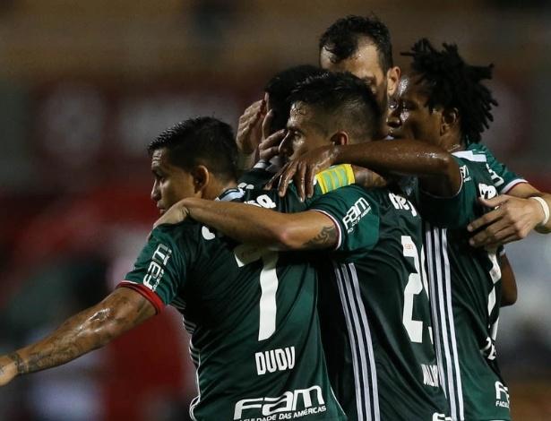 Palmeiras 'abraça' o favoritismo, mas também se cobra ainda mais