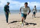 Cuca ensaia titulares, e suspensos treinam na praia em Pernambuco
