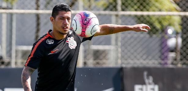 Para se recuperar de lesão, Ralf volta a treinar no Corinthians