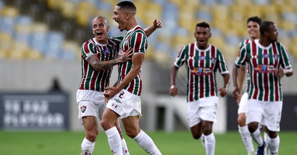 Jogadores do Fluminense comemoram gol de Gilberto diante do Palmeiras