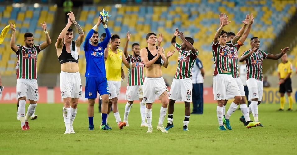 Jogadores do Fluminense comemoram vitória sobre o Palmeiras no Maracanã