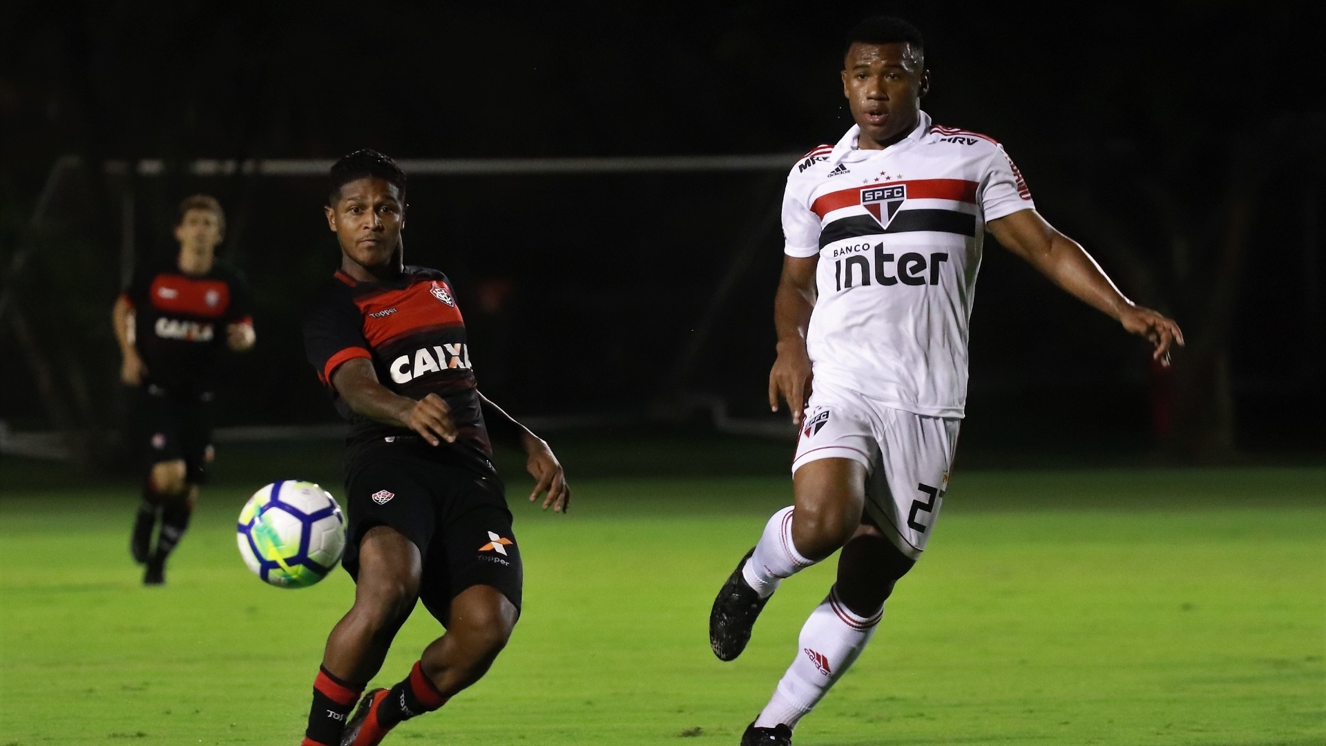 Luan, durante partida entre São Paulo e Vitória