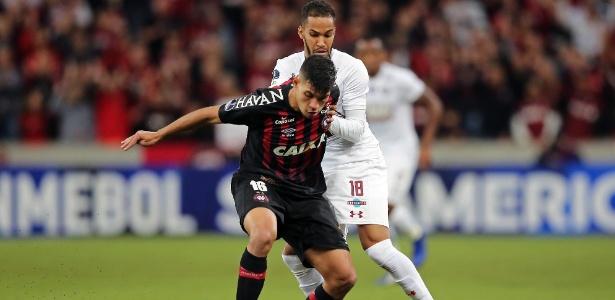 Bruno Guimarães está suspenso pelo terceiro amarelo e não pega o Corinhtians - Heuler Andrey / AFP