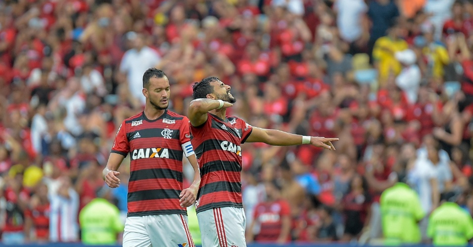 Henrique Dourado comemora gol do Flamengo sobre o Santos no Maracanã