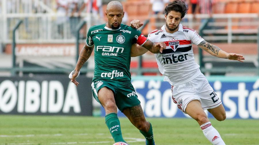 Felipe Melo e Hudson disputam a bola durante clássico - Marcello Zambrana/AGIF
