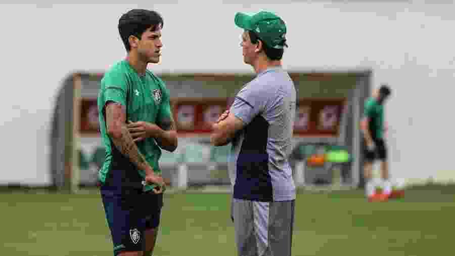 Pedro e o técnico Fernando Diniz conversaram durante treino do Fluminense - Lucas Merçon / Fluminense