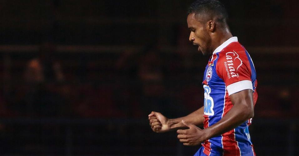 Elber comemora gol do Bahia contra o São Paulo