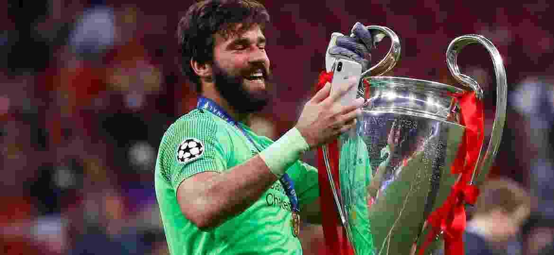 Alisson salvou o Liverpool quando o Tottenham ensaiava empatar o jogo; brasileiro foi um dos destaques da final - Kai Pfaffenbach/Reuters