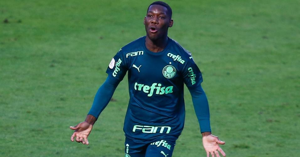 Patrick de Paula celebra gol do Palmeiras contra o Santos pelo Brasileirão