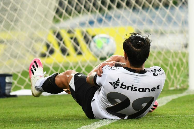 Vina se machuca na comemoração após marcar para o Ceará contra o Fluminense - CELSO PUPO/ESTADÃO CONTEÚDO - CELSO PUPO/ESTADÃO CONTEÚDO