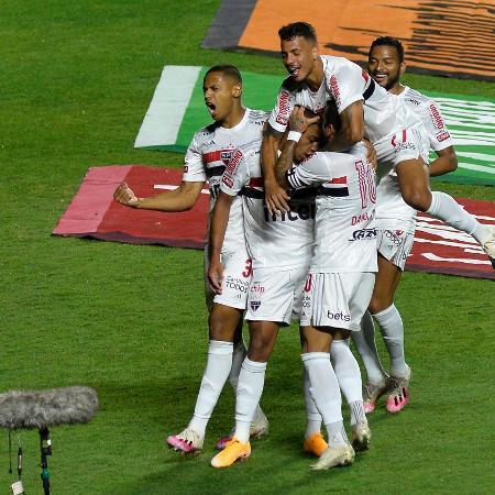 Jogadores do São Paulo comemoram gol de Brenner contra o Fortaleza - Bruno Ulivieri/AGIF