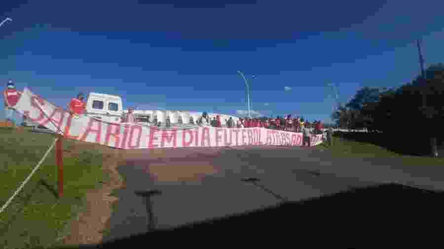 Torcida do Inter faz segundo protesto do dia contra jogadores e direção - Divulgação/Guarda Popular
