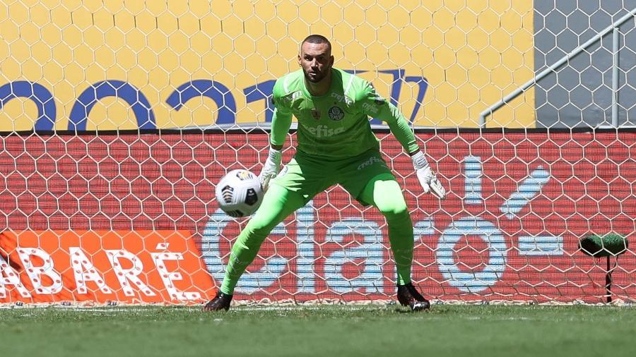 Weverton, do Palmeiras, em campo diante do Palmeiras pela Supercopa do Brasil - Cesar Greco/Palmeiras