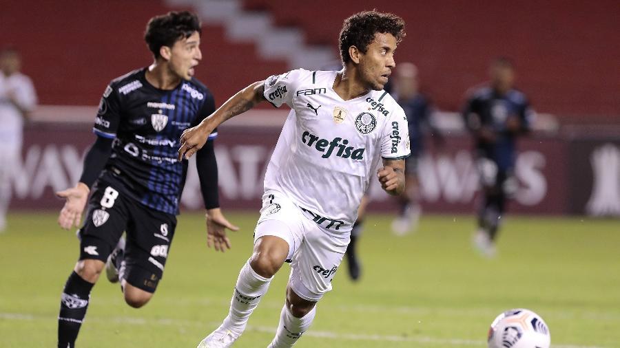 Marcos Rocha, um dos veteranos em ação pelo Palmeiras contra o Independiente del Valle na Libertadores - Franklin Jacome/Getty Images
