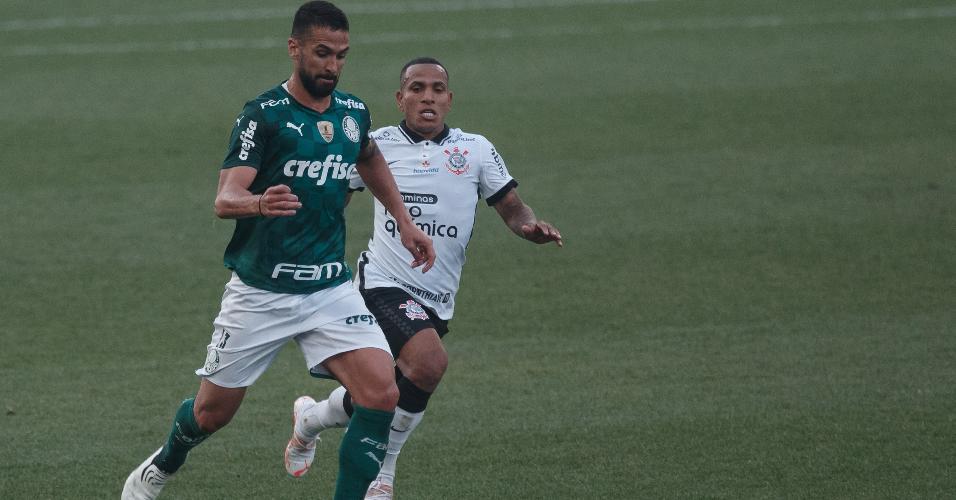 Otero disputa bola com Luan no clássico válido pela semifinal do Paulistão