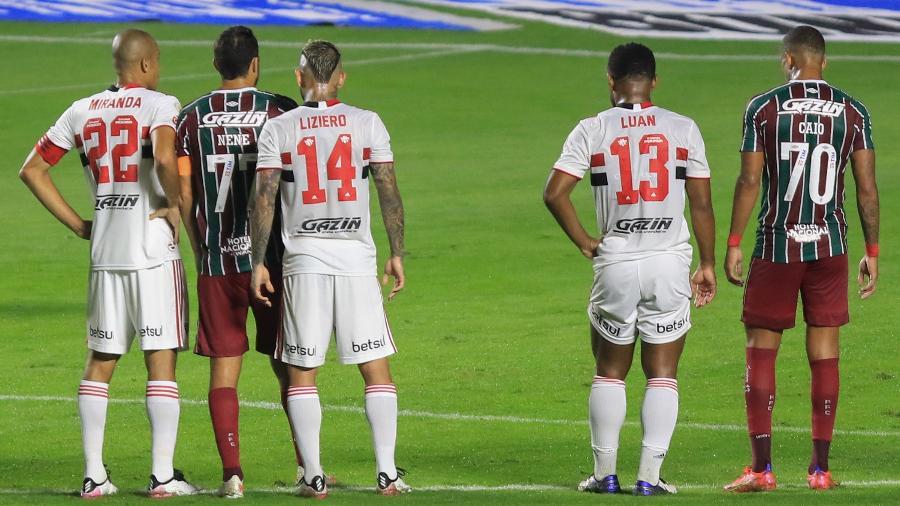 Miranda jogador do Sao Paulo disputa lance com Nenê jogador do Fluminense durante partida no estádio Morumbi  - Marcello Zambrana/Marcello Zambrana/AGIF