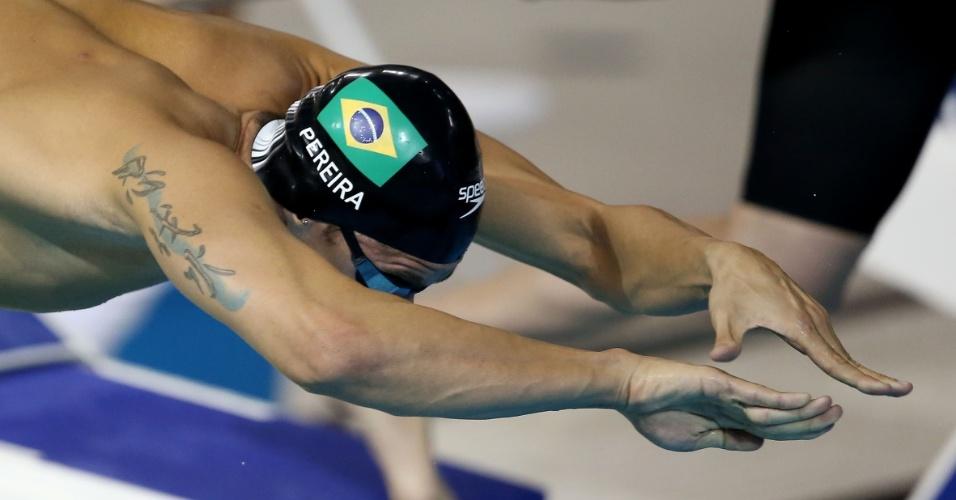 Thiago Pereira cai na água para a terceira bateria dos 400m medley