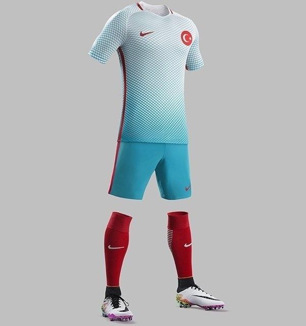 GRUPO D: Turquia (camisa reserva, Nike)