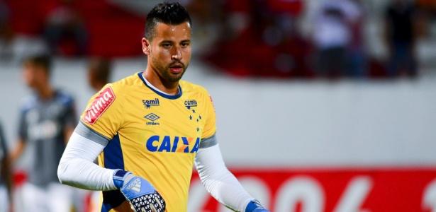 Fábio, goleiro do Cruzeiro, perdeu o pai na véspera da estreia da Libertadores