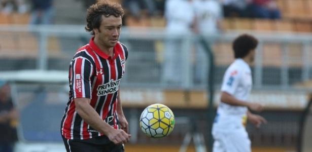 Com retorno de Maicon ao time, Lugano ficará no banco no clássico contra Corinthians