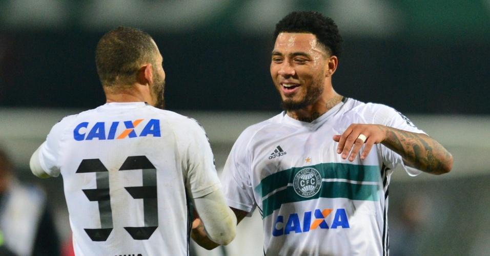Kazim comemora gol da vitória do Coritiba contra o Atlético-PR