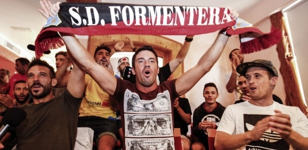 Jogadores do Formentera assistem ao sorteio da Copa do Rei