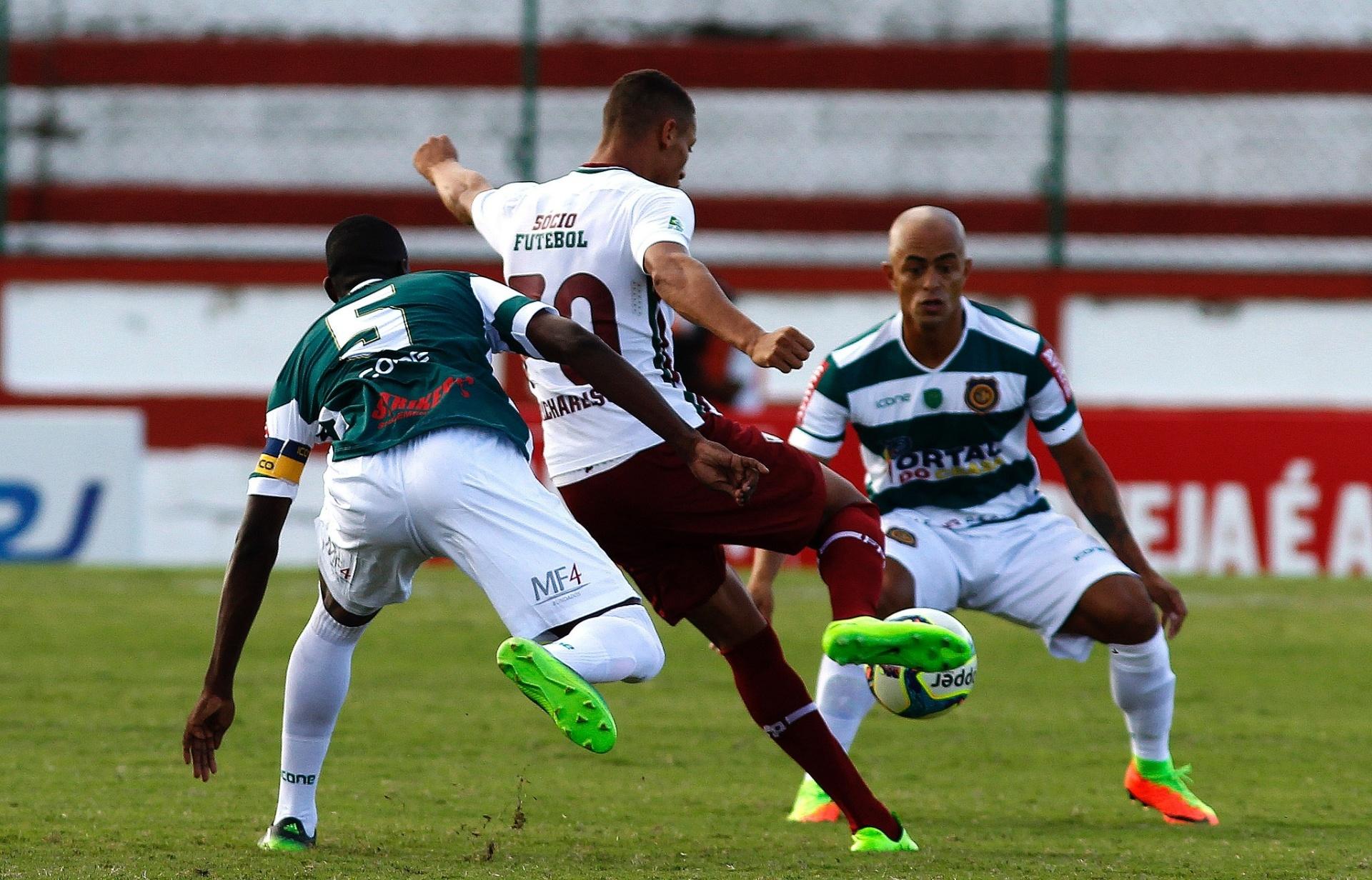 Flu sofre dois gols de atacante veterano e fica no empate com Madureira -  Esporte - BOL 2185ffe3bd3ff